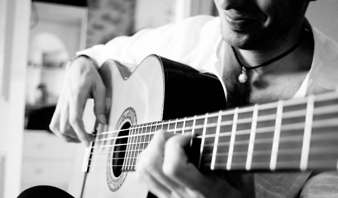 CONSEJOS PRÁCTICOS PARA ELEGIR TU GUITARRA FLAMENCA - Solera Flamenca